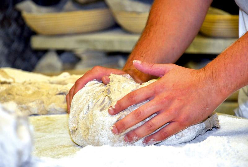 LINDNER Brotteig von Hand geknetet