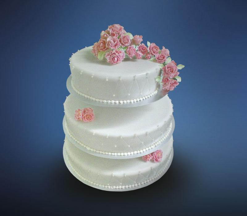 3 stöckige Hochzeitstorte mit Fondant und Fondant-Rosen auf einer Etagere