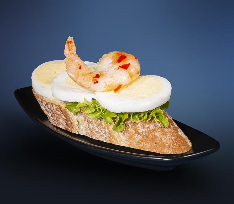 Canapé mit Garnele & Ei