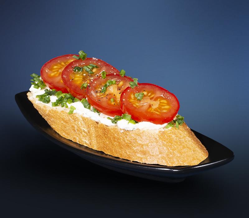 Canapé Frischkäse-Tomate (vegan)