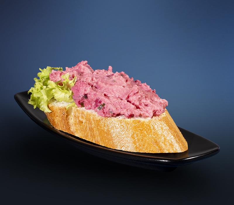 Canapé mit Rote-Bete-Hummus (vegan)
