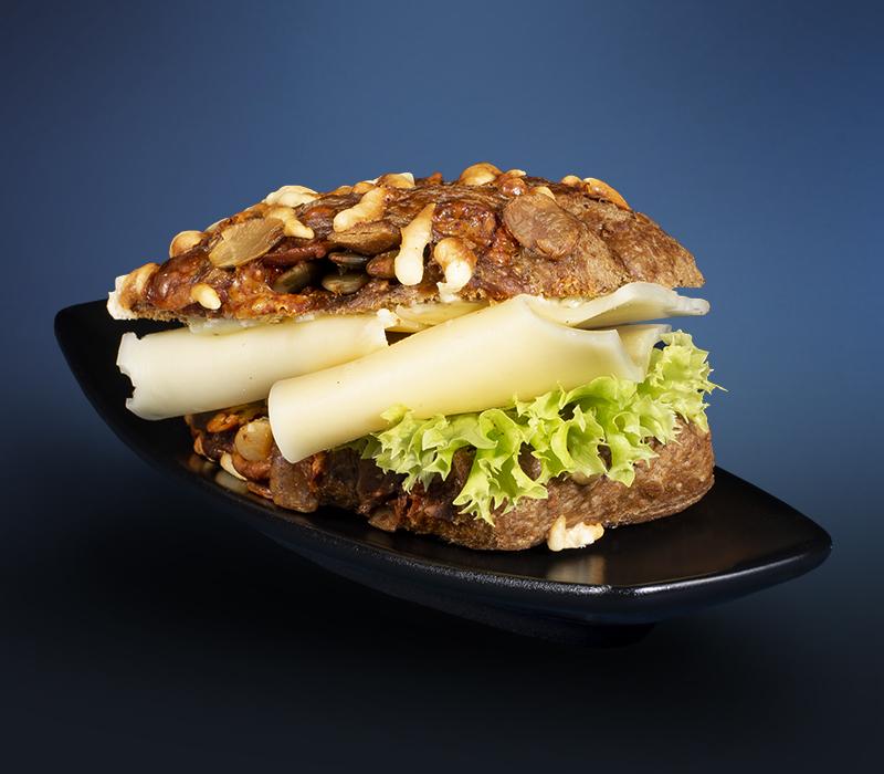 Mini-Knusperbrötchen mit Wurst- und Käsespezialitäten